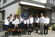 工場見学に参加された学生の方々写真